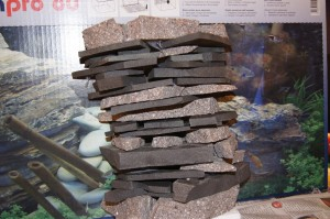 Steinstapel vor der Aquariumverpackung